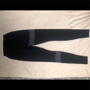 ALO yoga Airlift Airbrush leggings S small Black